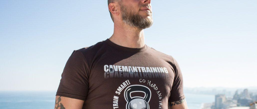 Jak w prawidłowy sposób nosić logo na koszulce
