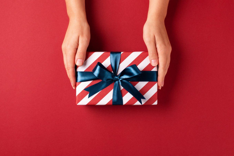 Męski portfel ze skóry: jaki wybrać na prezent, by naprawdę zaskoczyć bliską osobę?