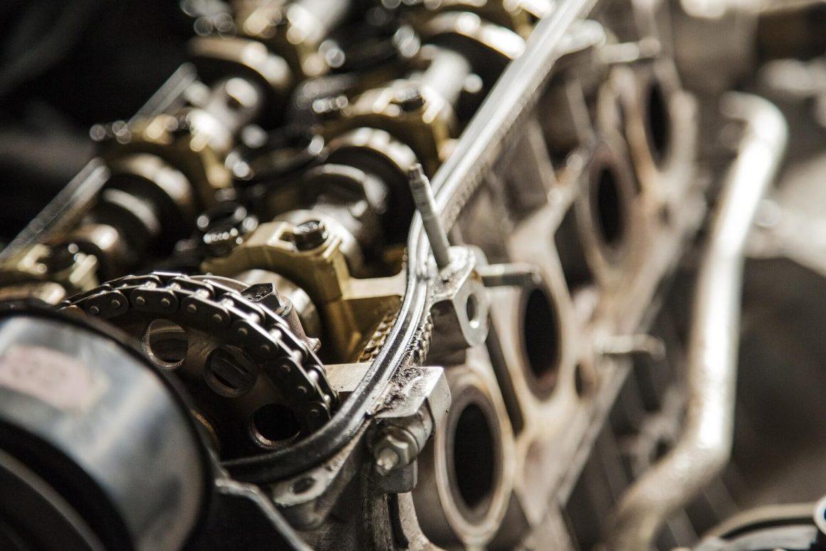 Czym charakteryzuje sie silnik dwusuwowy?