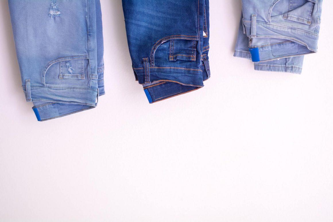 Modne jeansy w sezonie 2020