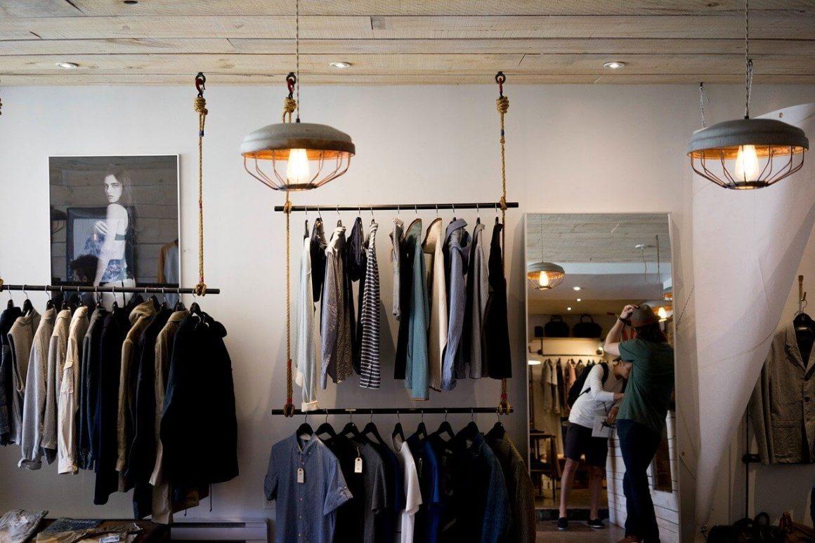 Moda męska - co warto mieć w szafie w najbliższym sezonie?