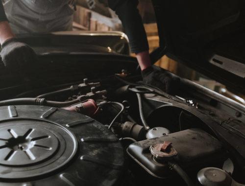 Jak wyjąć akumulator z samochodu