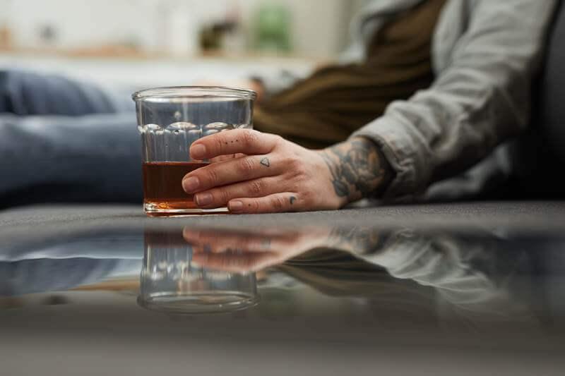 Czemu choroba alkoholowa jest trudna do wyleczenia?