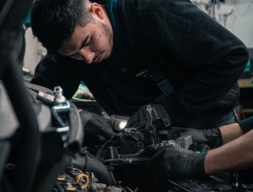 Jak kupować używane części samochodowe